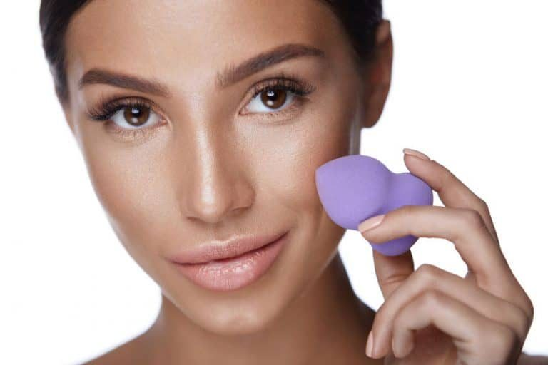 La Beauty Blender es una esponja utilizada para aplicar maquillaje en el rostro.