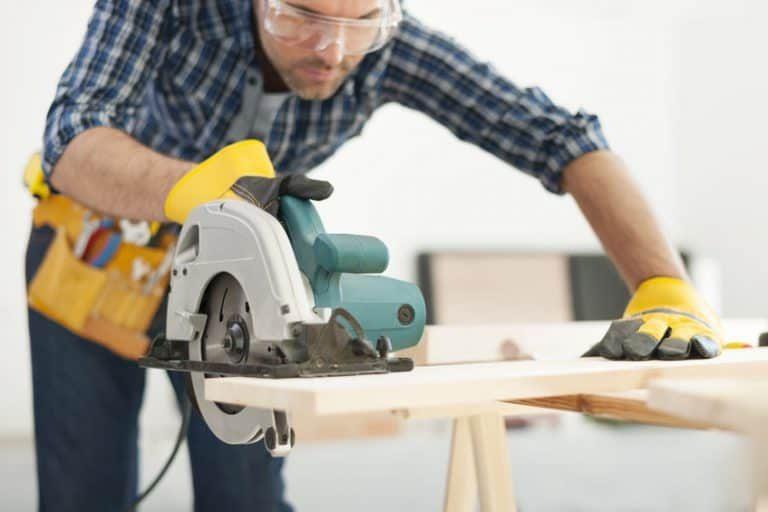 conviene respetar las reglas de protección básicas aplicables a cualquier trabajo y a cualquier herramienta eléctrica.