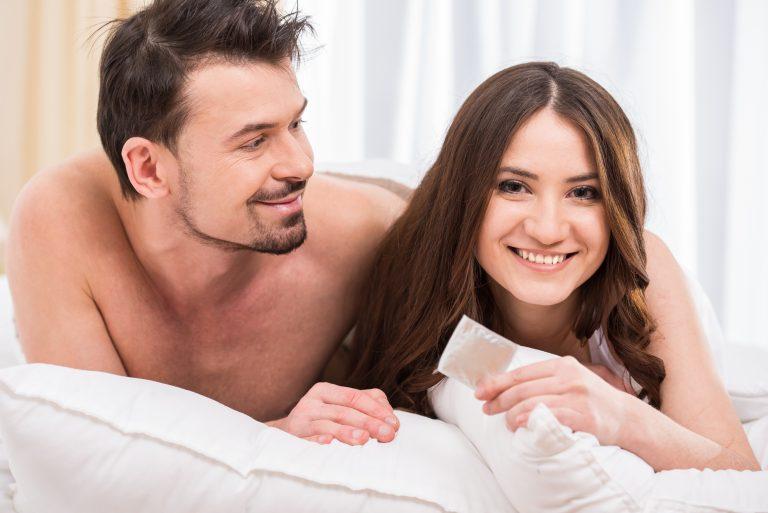 El material de los condones es de látex de caucho natural.