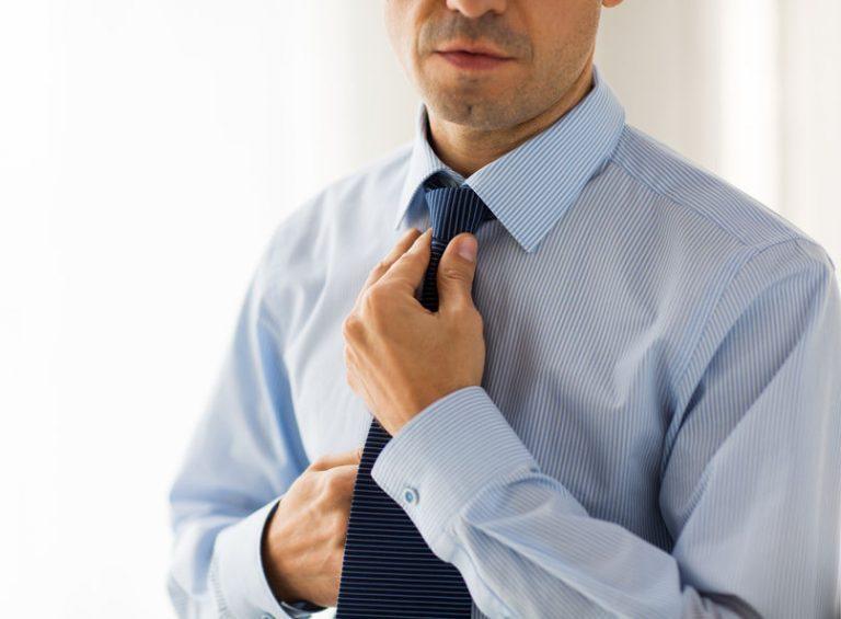 En eventos formales también es casi una obligatoriedad el uso de la corbata.