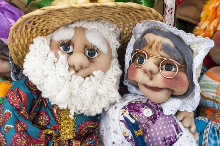 Por lo general, las muñecas tienen una altura de 15 a 30 cm