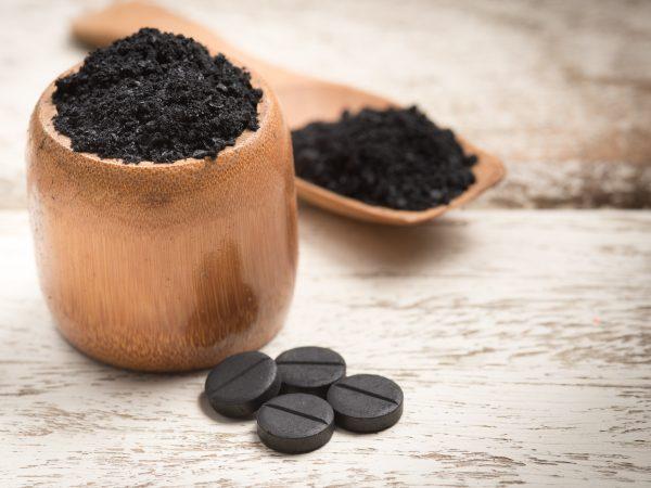 el carbón activo se ha convertido en la nueva estrella de la cosmética gracias a sus múltiples cualidades.