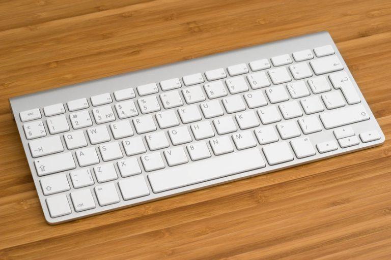 Si quieres sacarle mucho más partido a tu iPad, añadirle un teclado es una de las mejores opciones para ello.