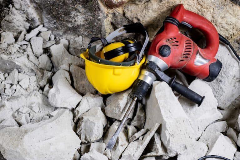Es importante utilizar casco en zonas de construcción