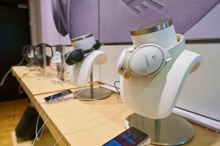 Auriculares mostrados en tienda