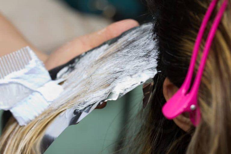 teñirse el pelo no es nada sencillo y requiere cierta técnica.