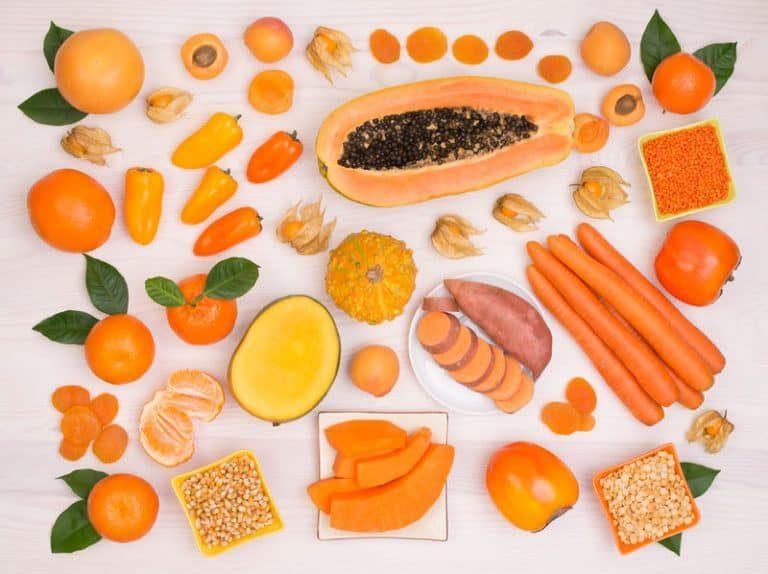 La vitamina A permite que los fotorreceptores de la retina (conos y bastones) reaccionen ante la luz.