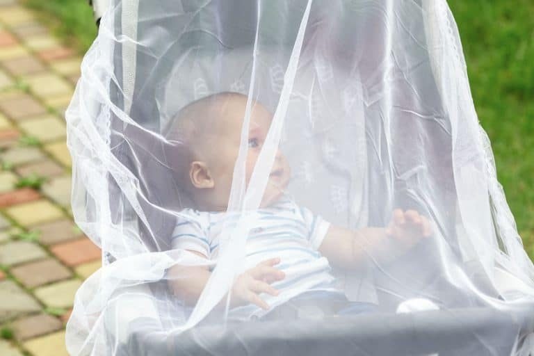De babyklamboe houdt je baby uit de buurt van muggen en andere insecten zodat hij of zij rustig kan slapen of in de wandelwagen kan rijden.