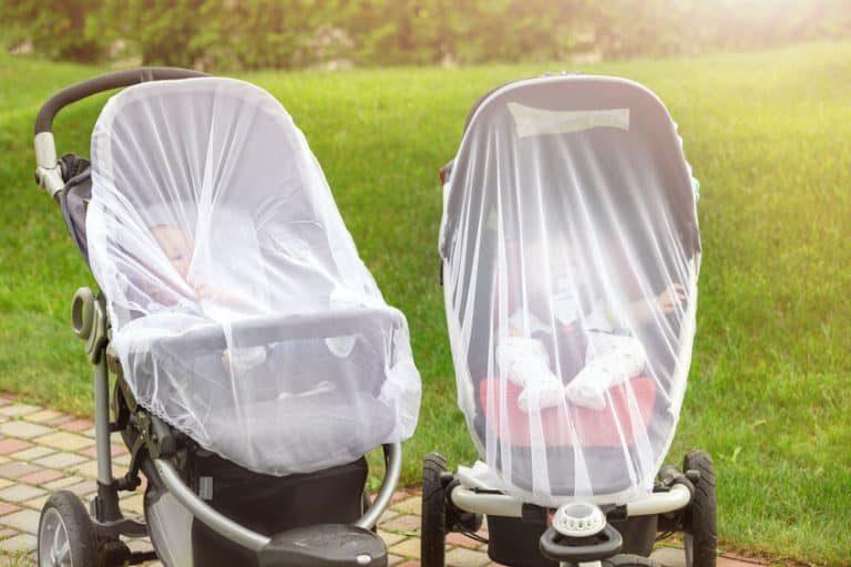 Er zijn universele modellen die aan elke structuur kunnen worden aangepast, of het nu gaat om de wieg, de kinderwagen, het baby-autostoeltje, de reiswieg of het kinderbedje.
