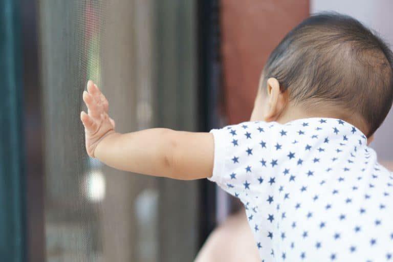 Er zijn zo veel dingen om aan te denken wanneer er een baby op komst is, dat het voor de hand ligt om de baby klamboe te vergeten.