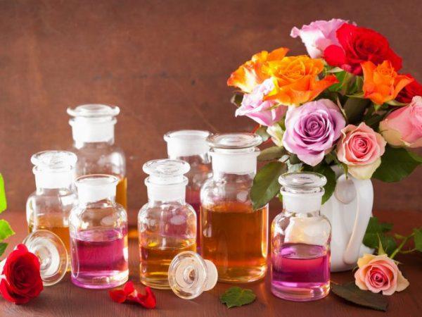 En la selección de aceites esenciales, deberás tener en cuenta criterios de compra como su aroma, envase o para qué vas a usarlos.