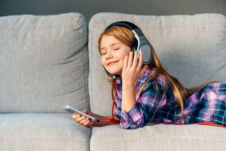 little girl listen to music