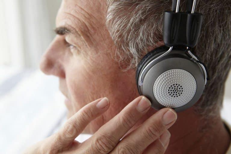 elder man listen to music