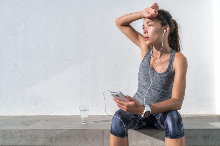 runner girl sit