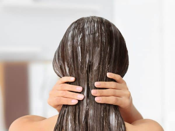 conditioner aanbrengen onder de douche