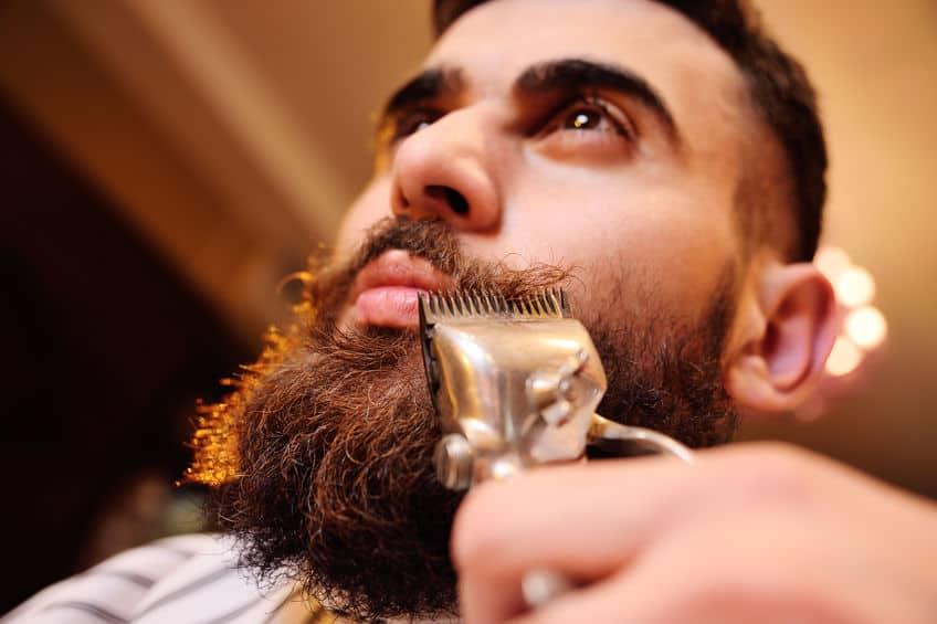 Je baard scheren in een kapperszaak
