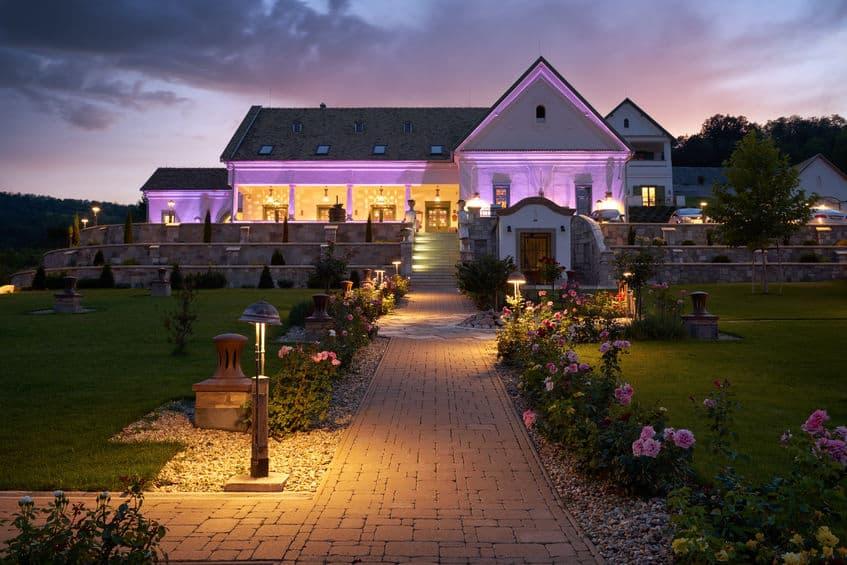 goed verlicht huis in uw tuin