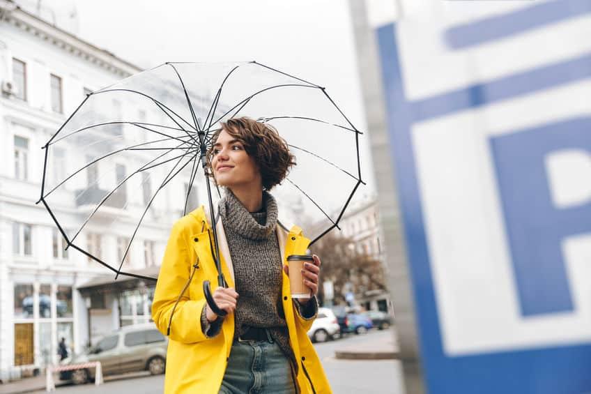 kort haar meisje met paraplu1