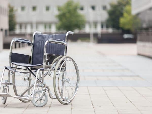 rolstoel in plaza