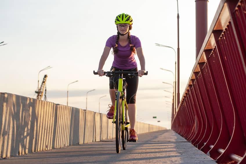 fietsen op de brug