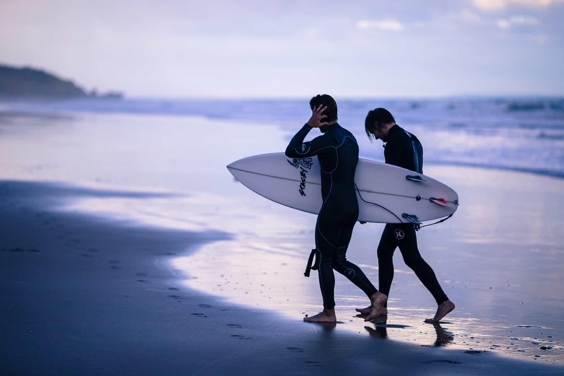 vrienden klaar met surfen